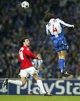 PORTO-25 FEVEREIRO:VAN NISTELROOY#10 e RICARDO CARVALHO#4 no jogo F.C. Porto vs Manchester United F.C. primeira mao dos oitavos de final da Liga dos campeoes realizado no estadio do Dragao 25/02/2004.<br />(PHOTO BY:GERARDO SANTOS/AFCD)