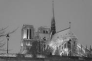 France. Paris under the snow. Notre dame cathedral,/ Paris sous la neige en hiver, la cathedrale Notre dame