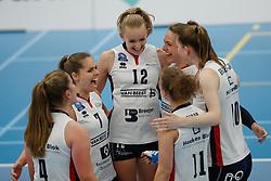 20190424 NED: Sliedrecht Sport - VC Sneek: Sliedrecht<br /> Vreugde bij Sliedrecht Sport, oa Esther van Berkel (7) of Sliedrecht Sport, Denise de Kant (12) of Sliedrecht Sport <br /> ©2019-FotoHoogendoorn.nl / Pim Waslander