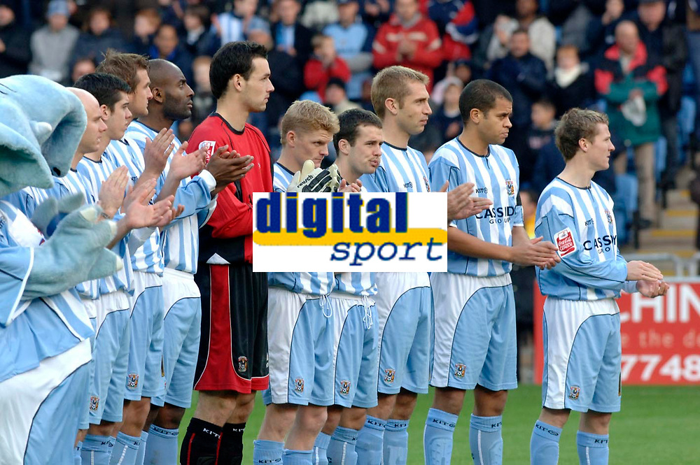 Photo: Daniel Hambury.<br />Coventry City v Norwich City. Coca Cola Championship.<br />26/11/2005.<br />Coventry City players applaud for George Best.