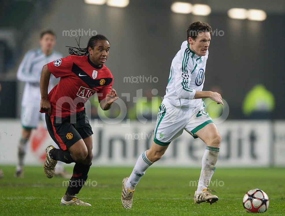 Fussball Uefa Champions League VFL Wolfsburg - Manchester United FC ANDERSON (Manchester) gegen Sascha RIETHER (Wolfsburg).