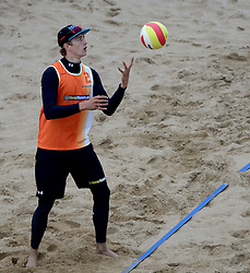 16-08-2014 NED: NK Beachvolleybal 2014, Scheveningen<br /> Steven van de Velde