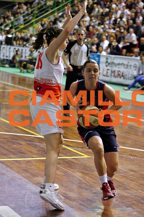 DESCRIZIONE : Lucca Lega A1 2011-12 Femminile Le Mura Lucca Vs Cras Taranto Playoff gara 4<br /> GIOCATORE : Gianolla Angela<br /> SQUADRA : Cras Taranto<br /> EVENTO : Campionato Lega A1 femminile 2011-2012 Playoff gara 4<br /> GARA : Le Mura Lucca Cras Taranto<br /> DATA : 26/04/2012<br /> CATEGORIA : Penetrazione<br /> SPORT : Pallacanestro<br /> AUTORE : Agenzia Ciamillo-Castoria/Stefano D'Errico<br /> Galleria : Lega Basket A2 2011-2012 <br /> Fotonotizia : Lucca Lega A1 2011-12 Femminile Le Mura Lucca Vs Cras Taranto Playoff gara 4<br /> Predefinita :