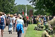 Nederland, Groesbeek, 23-7-2015Deelnemers aan de 4daagse, vierdaagse, lopen op de derde dag, de dag van Groesbeek, o.a over de zevenheuvelenweg. Het is de zwaarste dag vanwege de heuvels. Ook brengen veel militairen, en zeker die uit Canada, een bezoek aan de Canadese militaire begraafplaats waar honderden gesneuvelde soldaten liggen die hier in 1944 gevochten hebben.The International Four Day Marches Nijmegen, or Vierdaagse, is the largest marching event in the world. It is organized every year in Nijmegen mid-July as a means of promoting sport and exercise. Participants walk 30, 40 or 50 kilometers daily, and on completion, receive a royally approved medal , Vierdaagsekruis. The participants are mostly civilians, but there are also a few thousand military participants.  Today was the day of Groesbeek, part of operation Market Garden during ww2, ww, two.4 Daagse, Dag van Groesbeek, Zevenheuvelenweg. De vierdaagse is het grootste wandelevenement ter wereld. Deze dag is beroemd vanwege de heuvels die belopen moeten worden. Ook is er de militaire begraafplaats waar veel canadezen begraven liggen die hier gevochten hebben tijdens de oorlog. De soldaten uit Canada brengen elk jaar een eerbetoon aan deze plek. Blaren en voeten worden verzorgd op een hulppost van Rode Kruis en de landmacht. Ook de plaatselijke bevolking en vooral de jeugd verzorgen veel afleiding met muziek en eten en drinken op het parcours. Foto: Flip Franssen/Hollandse Hoogte