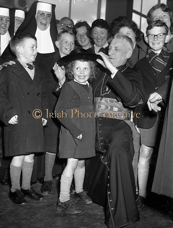 26/04/1959<br /> 04/26/1959<br /> 26 April 1959<br /> Cardinal Cushing leaves for Boston from Dublin Airport. Five year old Anne Marie Keenan of 8 St. Michaels Road , Glasnevin, Dublin with His Eminance Cardinal Cushing, Archbishop of Boston prior to his departure to Boston from Dublin Airport.