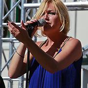 NLD/Rijswijk/20110601 - Uitreiking Talkies Terras Award 2011, optreden van Do