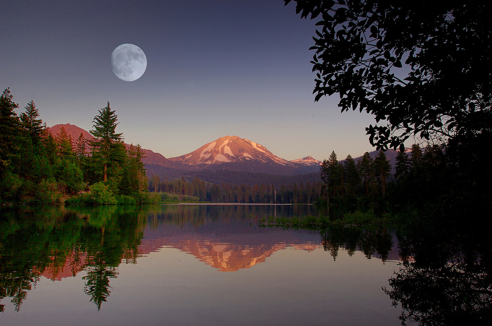 (M)Manzanita Lake and Lassen Peak, Lassen Volcanic National Park, California, United States of America