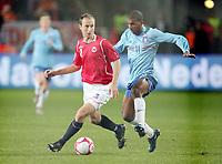 Fotball , 15. oktober 2008 , VM-kvalifisering , Norge - Nederland<br /> Norway - Netherlands<br /> Ryan Babel , Nederland mot Jon Inge Høiland , Norge