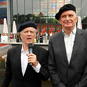 NLD/Hilversum/20070614 - Opening expositie Simplistisch Verbond, Van Kooten en De Bie: En wel hierom!,