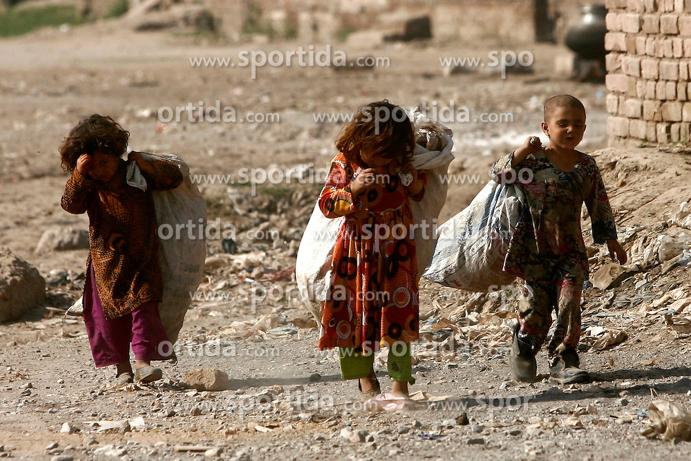 Pakistani girls collect garbage in a street on the outskirts of northwest Pakistan's Peshawar, Feb. 25, 2015. EXPA Pictures &copy; 2015, PhotoCredit: EXPA/ Photoshot/ Umar Qayyum<br /> <br /> *****ATTENTION - for AUT, SLO, CRO, SRB, BIH, MAZ only*****