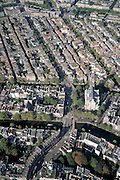 Nederland, Amsterdam, Raadhuisstraat, 25-09-2002; Raadhuisstraat (met dwars Keizersgracht (onder), gaat na de Westermarkt (met Westerkerk aan de Prinsengracht) over in de Rozengracht; Westertoren, Jordaan, wonen, binnenstad, centrum, monumenten, bebouwing, stadsgezicht, vogelvlucht; zie ook andere (detail) foto's rond deze lokatie;Wester market, Wester Church with Prinsengracht (left to right), Anne Frank House (and museum) to the right of the church at the canal (Prinsengracht); diary Anne Frank, canals, Jordan qaurter, center, monuments, buildings, cityscape, bird's-eye view;<br /> luchtfoto (toeslag), aerial photo (additional fee)<br /> foto /photo Siebe Swart