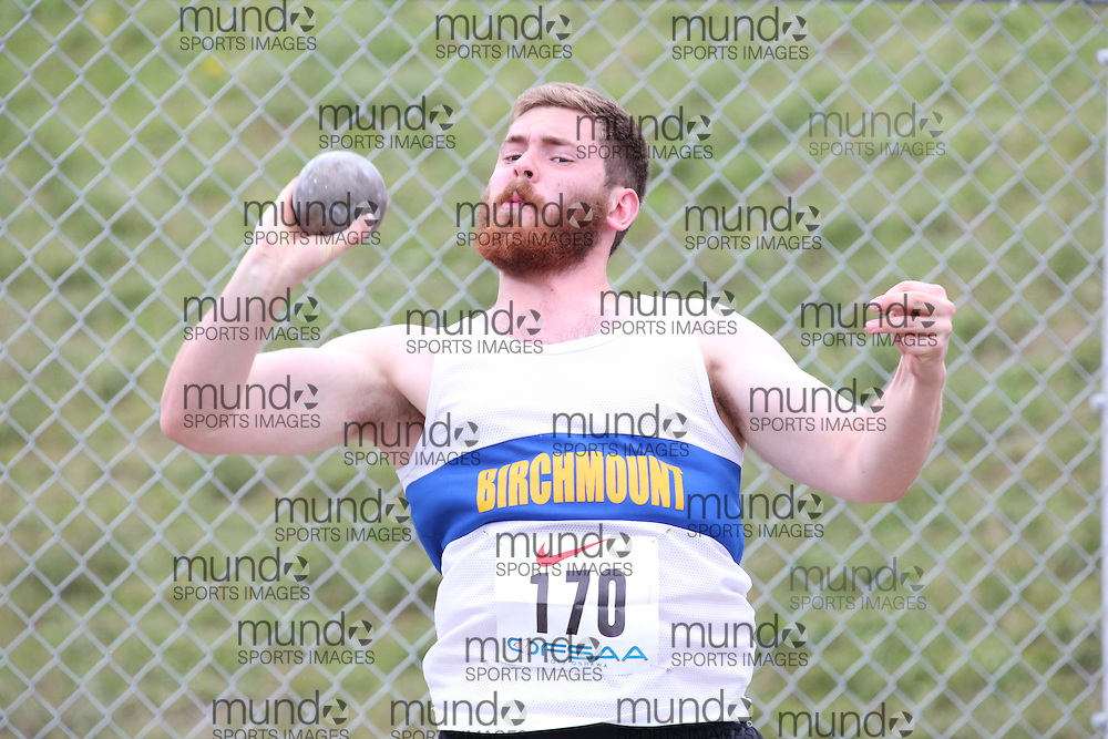 Collin Wareham of Birchmount Park CI - Scarboro competes in the senior boys shot put at the 2013 OFSAA Track and Field Championship in Oshawa Ontario, Thursday,  June 6, 2013.<br /> Mundo Sport Images / Sean Burges