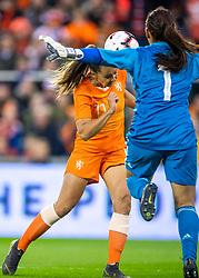 05-04-2019 NED: Netherlands - Mexico, Arnhem<br /> Friendly match in GelreDome Arnhem. Netherlands win 2-0 / Lieke Martens #11 of The Netherlands, Goalkeeper Cecilia Santiago #1 of Mexico