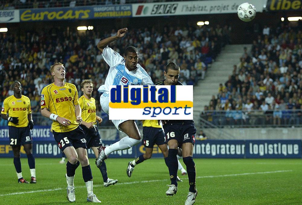 Fotball<br /> Frankrike 2004/05<br /> Sochaux v Olympique Marseille<br /> 12. september 2004<br /> Foto: Digitalsport<br /> NORWAY ONLY<br /> STEVE MARLET (OM) / TEDDY RICHERT (SOC) *** Local Caption *** 40001317