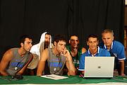 DESCRIZIONE : Bormio Ritiro Nazionale Italiana Maschile Preparazione Eurobasket 2007 Allenamento GIOCATORE : Tommaso Fantoni, Andrea Bargnani, Angelo Gigli, Andrea Crosariol, Lorenzo Toffano, Luigino Sepulcri <br /> SQUADRA : Nazionale Italia Uomini <br /> EVENTO : Bormio Ritiro Nazionale Italiana Uomini Preparazione Eurobasket 2007 <br /> GARA : <br /> DATA : 23/07/2007 <br /> CATEGORIA : Allenamento <br /> SPORT : Pallacanestro <br /> AUTORE : Agenzia Ciamillo-Castoria/E.Castoria<br /> Galleria : Fip Nazionali 2007 <br /> Fotonotizia : Bormio Ritiro Nazionale Italiana Maschile Preparazione Eurobasket 2007 Allenamento Predefinita :