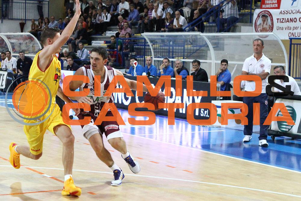 DESCRIZIONE : Veroli Lega Basket A2 ottavi di finale ritorno qualificazioni final four eurobet 2012-13  Prima Veroli Fmc Ferentino <br /> GIOCATORE : Alex Righetti<br /> CATEGORIA : palleggio penetrazione<br /> SQUADRA : Fmc Ferentino<br /> EVENTO : Lega Basket A2 ottavi di finale ritorno qualificazioni final four eurobet 2012-13 <br /> GARA :  Prima Veroli Fmc Ferentino<br /> DATA : 30/09/2012<br /> SPORT : Pallacanestro <br /> AUTORE : Agenzia Ciamillo-Castoria/ M.Simoni<br /> Galleria : Lega Basket A2 2012-2013 <br /> Fotonotizia :  Veroli Lega Basket A2 ottavi di finale ritorno qualificazioni final four eurobet 2012-13  Prima Veroli Fmc Ferentino <br /> Predefinita :