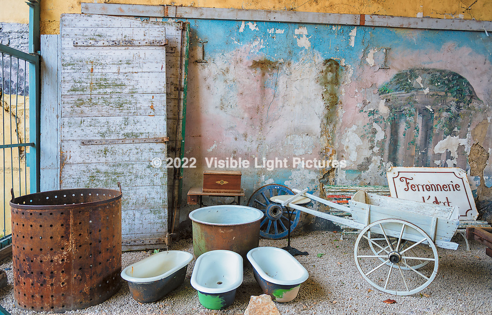 Display at an antique market in L'isle-Sur-La-Sorgue, France.