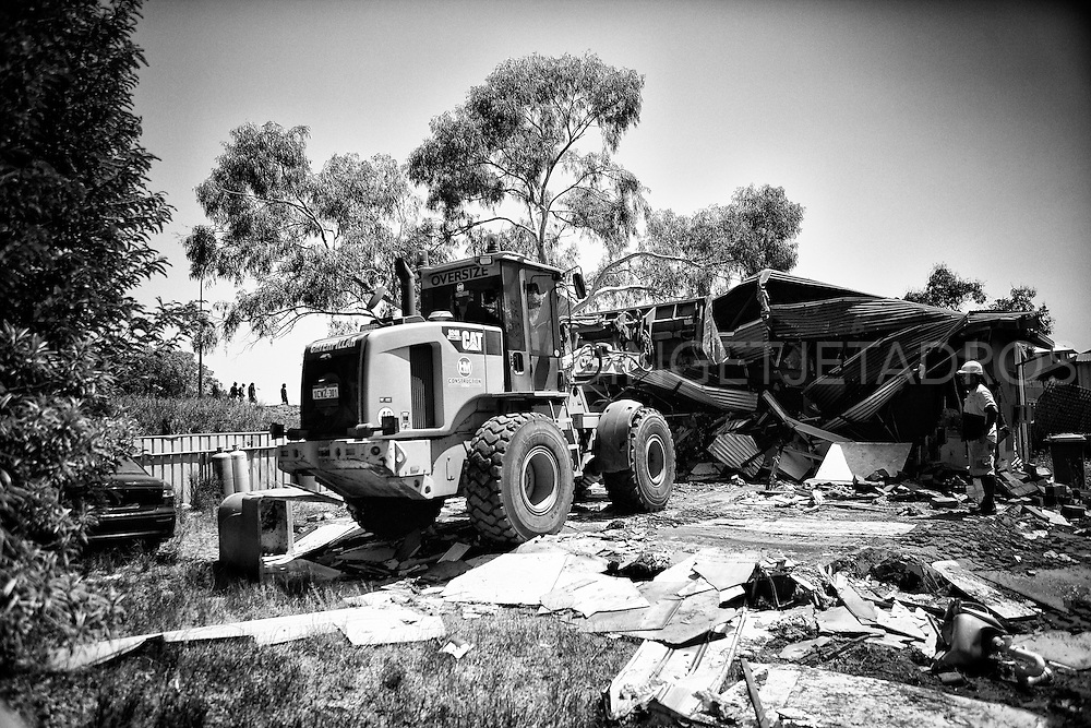 """Now the community should get together as one, join hands and try seek to gain the loss by approaching various government departments in an appropriate manor for assistance."" Kennedy Hill resident Sandy Isaac mentioned. This demolition took place on September 19th 2014 in Kennedy Hill.  Broome, Western Australia. ©Ingetje Tadros/Diimex"