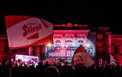28.05.2017, Schloss Klessheim, Salzburg, AUT, 1.FBL, FC Red Bull Salzburg Meisterfeier, im Bild Fanfeature // Fans during the Austrian Football Bundesliga Championsship Celebration at the Schloss Klessheim, Salzburg, Austria on 2017/05/28. EXPA Pictures © 2017, PhotoCredit: EXPA/ JFK