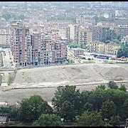 Torino 27/08/10, la Spina 3 è una vasta area di riconversione della ex zona industriale presente tra i quartieri di San Donato, Madonna di Campagna e Borgata Vittoria...Nella fotografia gli isolati Isole nel Parco che si affacciano su via Livorno e l'Environment Park ..Nella fotografia l'area del futuro Parco della Dora