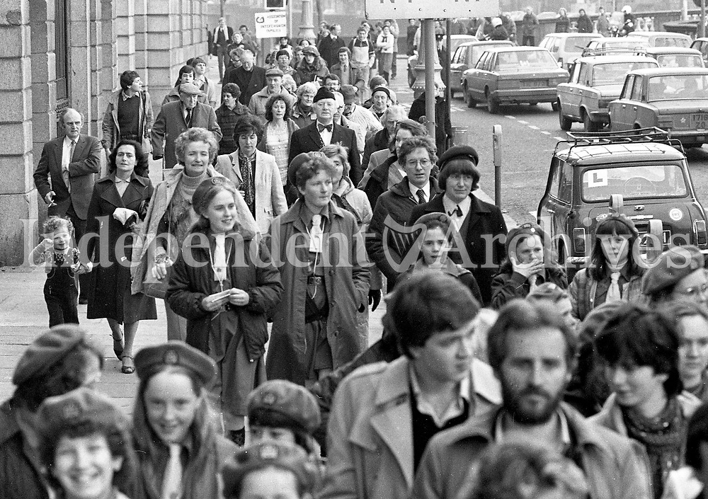 The Walk of Remembrance pass the Four Courts in Dublin, 13/03/1983 (Part of the Independent Newspapers Ireland/NLI Collection).