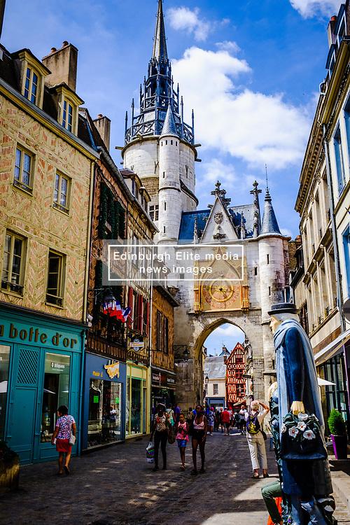 Street scene in Auxerre, France<br /> <br /> (c) Andrew Wilson   Edinburgh Elite media