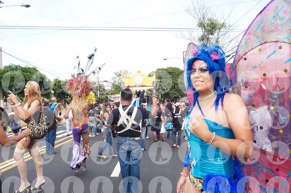 Día del orgullo gay. El Salvador, Satuday 28th, june. Decenas de hombree y mujeres homosexuales, bisexuales, transexuales salieron a la calle a desfilar por la igualdad de sus derechos en la sociedad. . (IL Photo Miguel Villela)