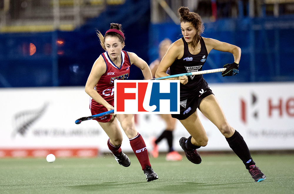 AUCKLAND - Sentinel Hockey World League final women<br /> Match id: 10300<br /> 10 New Zealand v USA<br /> Foto: Erin Matson (l) and Amy Robinson.<br /> WORLDSPORTPICS COPYRIGHT FRANK UIJLENBROEK