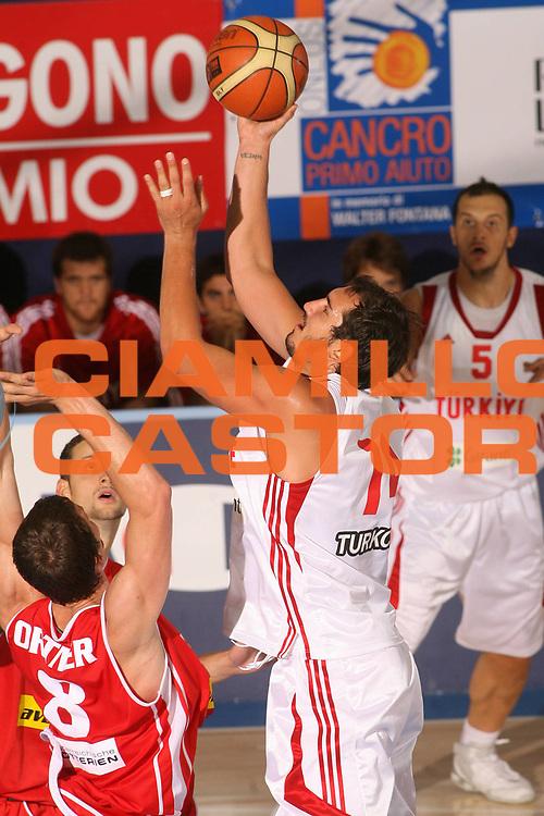 DESCRIZIONE : Bormio Torneo Internazionale Gianatti Turchia Austria <br /> GIOCATORE : Kaya Peker <br /> SQUADRA : Turchia <br /> EVENTO : Bormio Torneo Internazionale Gianatti <br /> GARA : Turchia Austria <br /> DATA : 04/08/2007 <br /> CATEGORIA : Tiro <br /> SPORT : Pallacanestro <br /> AUTORE : Agenzia Ciamillo-Castoria/S.Silvestri