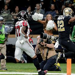 Dec 24, 2017; New Orleans, LA, USA; New Orleans Saints running back Mark Ingram (22) runs for a touchdown past Atlanta Falcons free safety Ricardo Allen (37) during the third quarter at the Mercedes-Benz Superdome. The Saints defeated the Falcons 23-13. Mandatory Credit: Derick E. Hingle-USA TODAY Sports