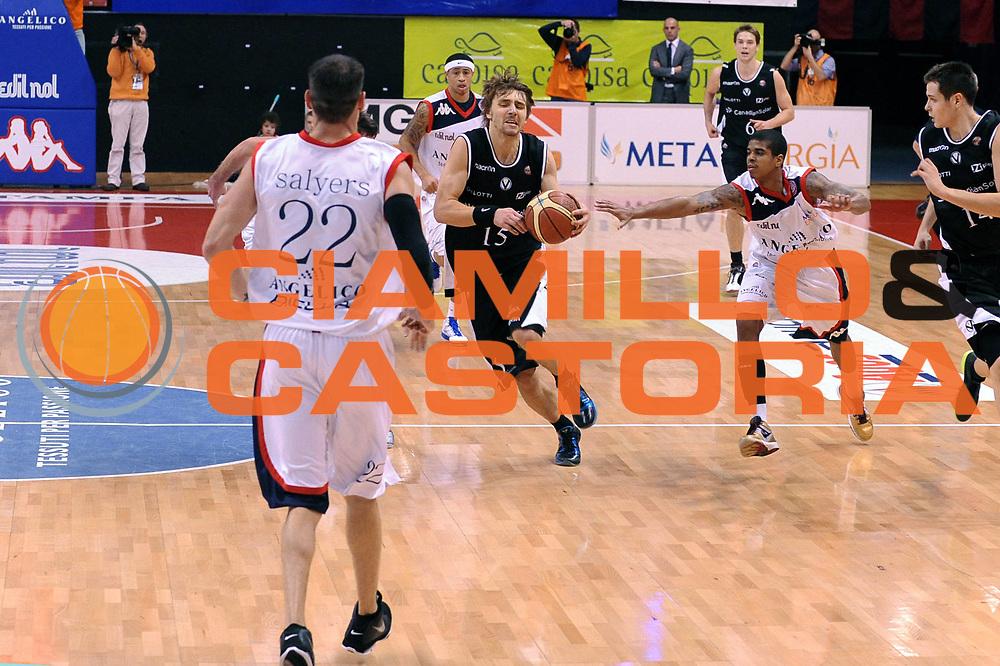 DESCRIZIONE : Biella Lega A 2010-11 Angelico Biella Canadian Solar Bologna<br /> GIOCATORE : Deividad Gailius<br /> SQUADRA :  Canadian Solar Bologna<br /> EVENTO : Campionato Lega A 2010-2011 <br /> GARA : Angelico Biella  Canadian Solar Bologna<br /> DATA : 06/01/2011<br /> CATEGORIA : Palleggio<br /> SPORT : Pallacanestro <br /> AUTORE : Agenzia Ciamillo-Castoria/ L.Goria<br /> Galleria : Lega Basket A 2010-2011  <br /> Fotonotizia : Biella Lega A 2010-11 Angelico Biella Canadian Solar Bologna<br /> Predefinita :