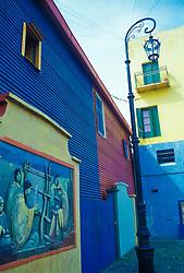 Buenos Aires, Argentina. 11/95..Caminito. Casas coloridas, bairro turistico e popular de Buenos Aires. / Coloured houses of Caminito, a popular and touristic borough of Buenos Aires city..Foto © Adri Felden/Argosfoto
