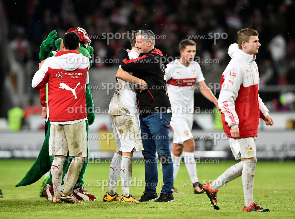 30.12.2015, Mercedes Benz Arena, Stuttgart, GER, 1. FBL, VfB Stuttgart vs Hamburger SV, 19. Runde, im Bild Schlussjubel Jubel nach Spielende Trainer Coach Juergen Kramny VfB Stuttgart // during the German Bundesliga 19th round match between VfB Stuttgart and Hamburger SV at the Mercedes Benz Arena in Stuttgart, Germany on 2015/12/30. EXPA Pictures © 2016, PhotoCredit: EXPA/ Eibner-Pressefoto/ Weber<br /> <br /> *****ATTENTION - OUT of GER*****