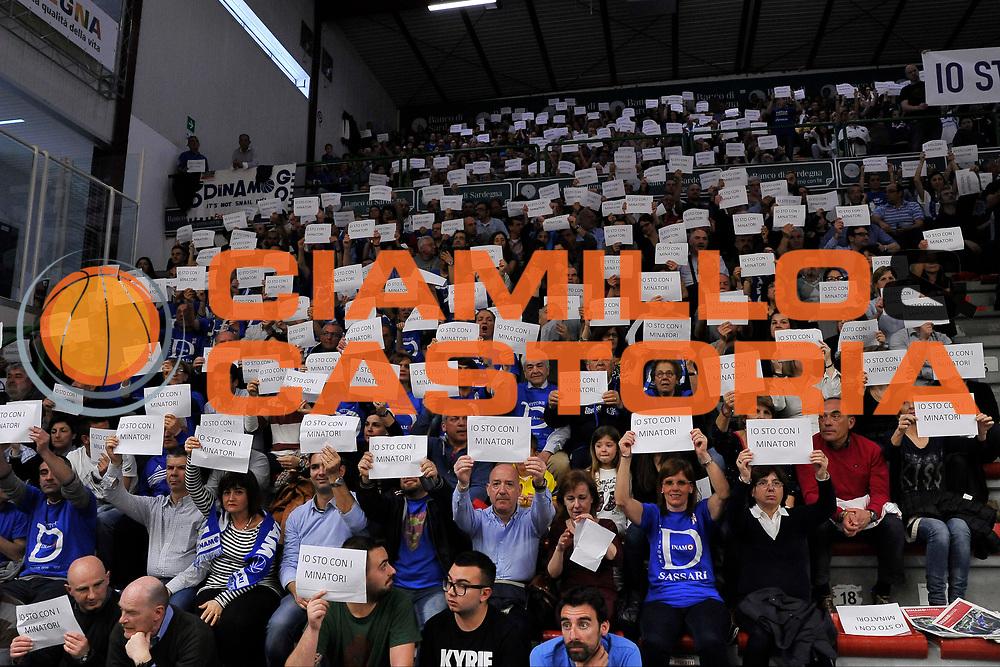 DESCRIZIONE : Campionato 2014/15 Dinamo Banco di Sardegna Sassari - Openjobmetis Varese <br /> GIOCATORE : Settore D - IO STO CON I MINATORI<br /> CATEGORIA : Pubblico Tifosi<br /> SQUADRA : Dinamo Banco di Sardegna Sassari<br /> EVENTO : LegaBasket Serie A Beko 2014/2015 GARA : Dinamo Banco di Sardegna Sassari - Openjobmetis Varese DATA : 19/04/2015 SPORT : Pallacanestro AUTORE : Agenzia Ciamillo-Castoria/C.Atzori <br /> Predefinita :