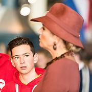 NLD/Utrecht/20191002 - Maxima bij Science Makers Awards, Koningin Maxima in gesprek met jongeren
