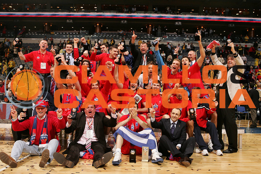 DESCRIZIONE : Praga Eurolega 2005-06 Final Four Finale 1-2 Posto Cska Mosca Maccabi Tel Aviv <br /> GIOCATORE : Team Cska Mosca Coppa <br /> SQUADRA : Cska Mosca <br /> EVENTO : Eurolega 2005-2006 Final Four Finale 1-2 Posto <br /> GARA : Cska Mosca Maccabi Tel Aviv <br /> DATA : 30/04/2006 <br /> CATEGORIA : Esultanza <br /> SPORT : Pallacanestro <br /> AUTORE : Agenzia Ciamillo-Castoria/E.Castoria