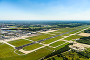 Nederland, Noord-Brabant, Eindhoven, 23-08-2016; vliegveld Eindhoven, Eindhoven airport. Start en landingsbaan, in de achtergrond het militaire vliegveld, Vliegbasis Eindhoven.<br /> Eindhoven airport, runway.<br /> luchtfoto (toeslag op standard tarieven);<br /> aerial photo (additional fee required);<br /> copyright foto/photo Siebe Swart