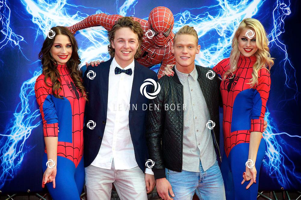 AMSTERDAM - Bij het Pathe ArenA Theater is de filmpremière van Spiderman II gehouden. Met hier op de foto  Ferry Doedens en ???. FOTO LEVIN DEN BOER - PERSFOTO.NU