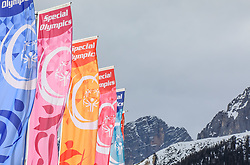 17.03.2017, Ramsau am Dachstein, AUT, Special Olympics 2017, Wintergames, Langlauf, Divisioning 5 km Freestyle, im Bild Fahnen mit dem Logo von Special Olympics vor der Kulisse des Dachstein-Gebirges // flags in front of the Dachstein during the Cross Country Divisioning 5 km Freestyle at the Special Olympics World Winter Games Austria 2017 in Ramsau am Dachstein, Austria on 2017/03/17. EXPA Pictures © 2017, PhotoCredit: EXPA / Martin Huber