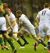 Twickenham, GREAT BRITAIN,      Geoff PARLING looking for a gap in a crowded midfield during the QBE. Autumn International;  England vs South Africa, Rugby match.  Autumn, International Test Series.  RFU. Twickenham Stadium, Surrey.  Saturday,  24/11/2012 ..[Mandatory Credit; Peter Spurrier/Intersport-images]