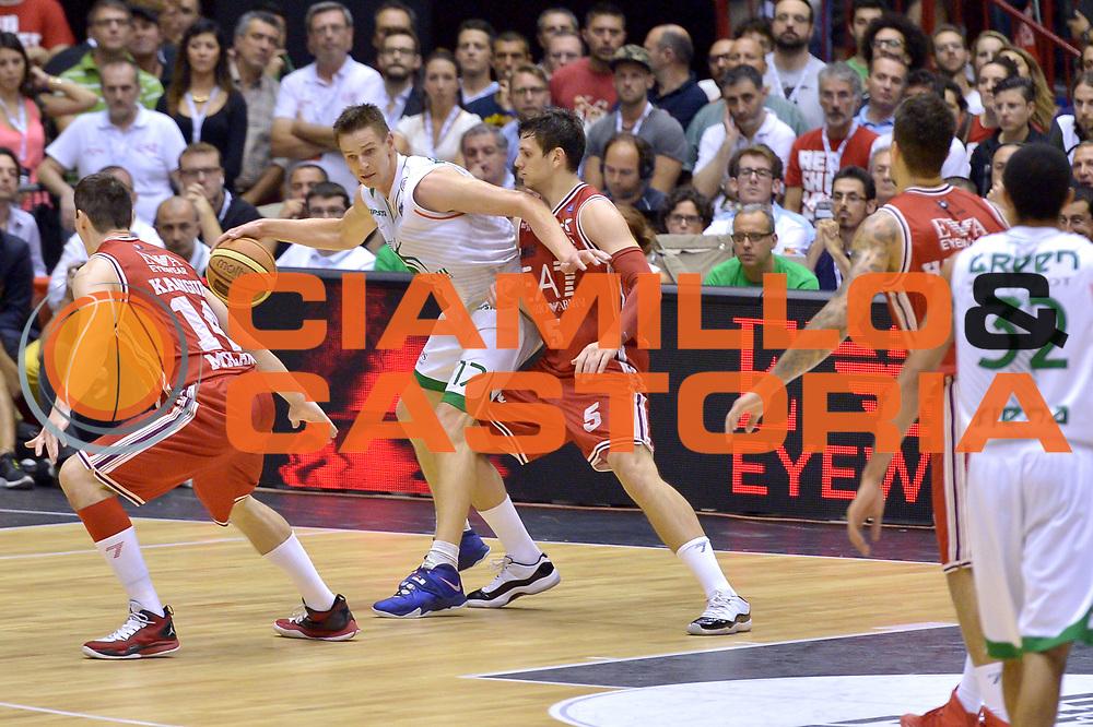 DESCRIZIONE : Milano Lega A 2013-14 EA7 Emporio Armani Milano vs Montepaschi Siena playoff Finale gara 7<br /> GIOCATORE : Nelson Spencer<br /> CATEGORIA : Palleggio<br /> SQUADRA : Montepaschi Siena<br /> EVENTO : Finale gara 7 playoff<br /> GARA : EA7 Emporio Armani Milano vs Montepaschi Siena playoff Finale gara 7<br /> DATA : 27/06/2014<br /> SPORT : Pallacanestro <br /> AUTORE : Agenzia Ciamillo-Castoria/I.Mancini<br /> Galleria : Lega Basket A 2013-2014  <br /> Fotonotizia : Milano<br /> Lega A 2013-14 EA7 Emporio Armani Milano vs Montepaschi Siena playoff Finale gara 7<br /> Predefinita :