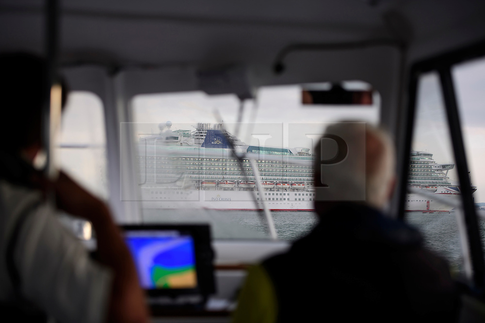 © Licensed to London News Pictures. 18/09/2016. Portsmouth, UK. A boat makes its way to the bank. Teams take part in the  Bramble Bank Cricket Match in the middle of The Solent strait on September 18, 2016. The annual cricket match between the Royal Southern Yacht Club and The Island Sailing Club, takes place on a sandbank which appears for 30 minutes at lowest tide. The game lasts until the tide returns. Photo credit: Ben Cawthra/LNP
