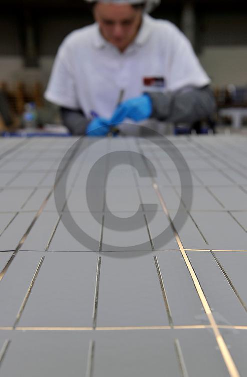 10/03/10 - CLERMONT FERRAND - PUY DE DOME - FRANCE - AUVERSUN, entreprise auvergnate de conception et de fabrication de panneaux photovoltaiques - Photo Jerome CHABANNE