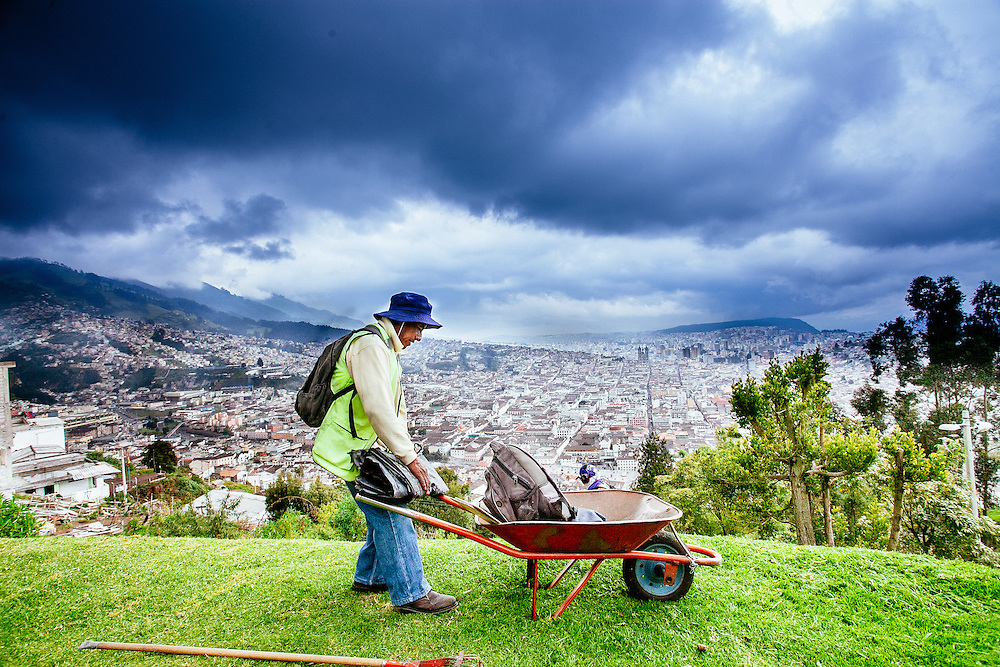 Landscaping El Panecillo, at over 9,000 feet, where aboriginal inhabitants of Quito used to worship the sun.