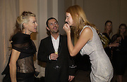 DAPHNE GUINNESS, Sean Leane and Olivia Inge. , British Fashion awards 2005. V. & A. Museum. Cromwell Rd. London.   10  November 2005 . ONE TIME USE ONLY - DO NOT ARCHIVE © Copyright Photograph by Dafydd Jones 66 Stockwell Park Rd. London SW9 0DA Tel 020 7733 0108 www.dafjones.com
