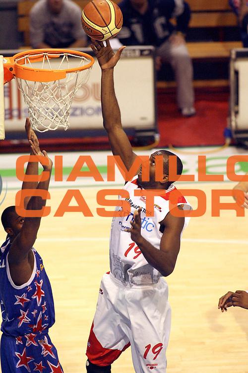 DESCRIZIONE : Pistoia Lega A2 2008-09 Carmatic Pistoia Fastweb Casale Monferrato<br /> GIOCATORE : Bryan Sylvere<br /> SQUADRA : Carmatic Pistoia<br /> EVENTO : Campionato Lega A2 2008-2009<br /> GARA : Carmatic Pistoia Fastweb Casale Monferrato<br /> DATA : 15/03/2009<br /> CATEGORIA : Tiro<br /> SPORT : Pallacanestro<br /> AUTORE : Agenzia Ciamillo-Castoria/Stefano D'Errico<br /> Galleria : Lega Basket A2 2008-2009 <br /> Fotonotizia : Pistoia Lega A2 2008-2009 Carmatic Pistoia Fastweb Casale Monferrato<br /> Predefinita :