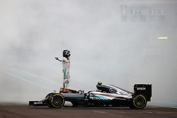 Nico Rosberg wird Weltmeister: Rennen des Grand Prix von Abu Dhabi auf dem Yas Marina Circuit / 271116<br /> <br /> ***Abu Dhabi Formula One Grand Prix on November 27th, 2016 in Abu Dhabi, United Arab Emirates - Racing Day *** Nico Rosberg (GER) Mercedes AMG F1 W07 Hybrid celebrates his second position and World Championship at the end of the race.<br /> 27.11.2016. Formula 1 World Championship, Rd 21, Abu Dhabi Grand Prix, Yas Marina Circuit, Abu Dhabi, Race Day.