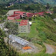 FUNDACIÓN INSTITUTO DE INGENIERIA<br /> La Fundación Instituto de Ingeniería para Investigación y Desarrollo Tecnológico (FII), es ente adscrito al Ministerio del poder popular para Ciencia, Tecnología e Industrias Intermedias (Mppctii), creada en 1980 mediante el decreto No. 733, de la Presidencia de la República de Venezuela.<br /> <br /> Los fundadores fueron la REPÚBLICA DE VENEZUELA, CONICIT, PDVSA, CADAFE, CANTV, VENALUM, IVIC y USB. Los objetivos de su creación, los cuales aún se mantienen, son: la realización de actividades de investigación, desarrollo tecnológico, asesoría y servicios especializados para la industria y el sector público del país.<br /> Hoyo de la Puerta, Estado Miranda - Venezuela 2007<br /> (Copyright © Aaron Sosa)