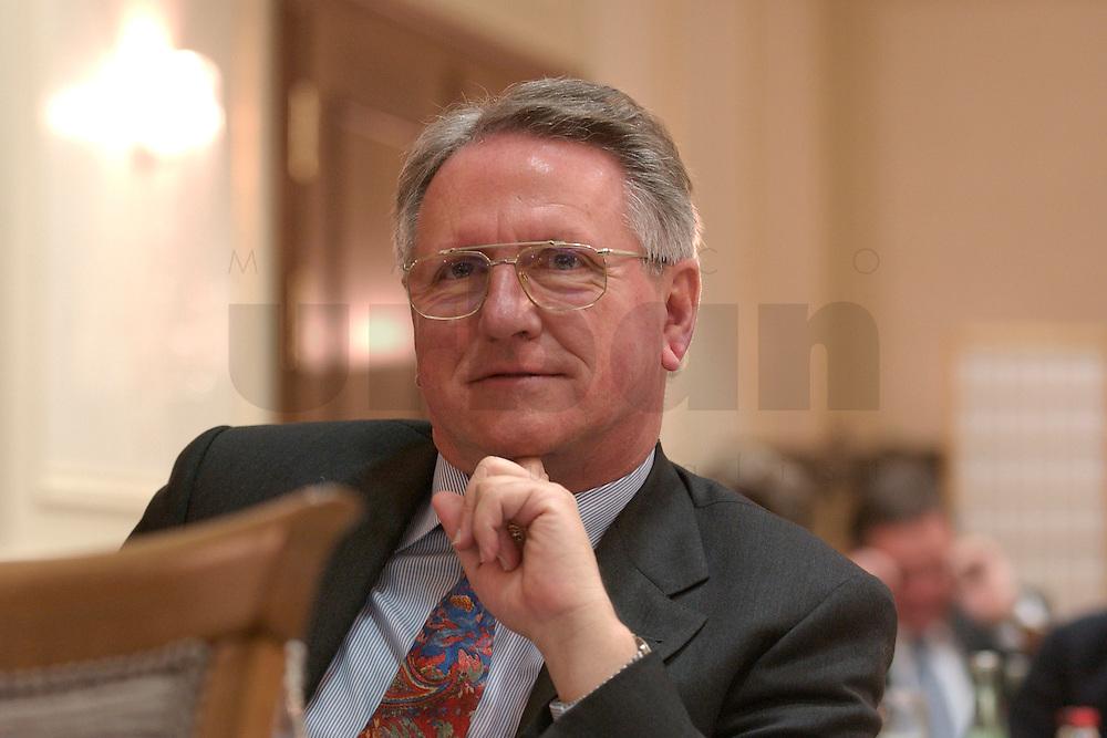 29 MAR 2004, BERLIN/GERMANY:<br /> Franz Denk, MAN Technologie AG, Berliner Agenda, Hotel Palace<br /> IMAGE: 20040329-01-113