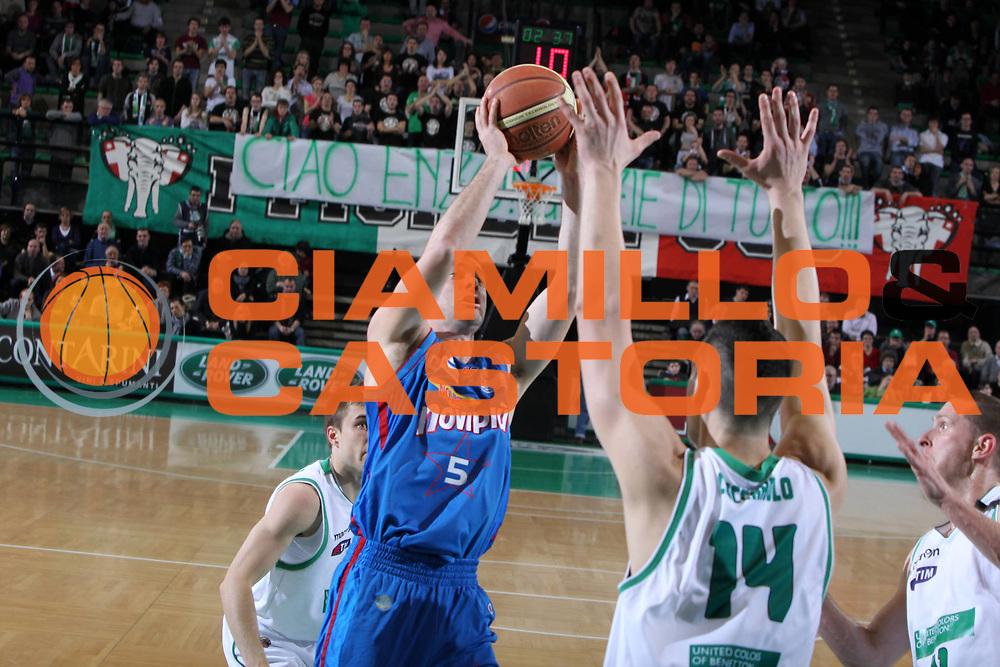DESCRIZIONE : Treviso Lega A 2011-12 Benetton Treviso Novipiu Casale Monferrato<br /> GIOCATORE : Matteo Malaventura<br /> SQUADRA : Benetton Treviso Novipiu Casale Monferrato<br /> EVENTO : Campionato Lega A 2011-2012 <br /> GARA : Benetton Treviso Novipiu Casale Monferrato<br /> DATA : 04/03/2012<br /> CATEGORIA : Tiro<br /> SPORT : Pallacanestro <br /> AUTORE : Agenzia Ciamillo-Castoria/G.Contessa<br /> Galleria : Lega Basket A 2011-2012 <br /> Fotonotizia : Treviso Lega A 2011-12 Benetton Treviso Novipiu Casale Monferrato<br /> Predfinita :